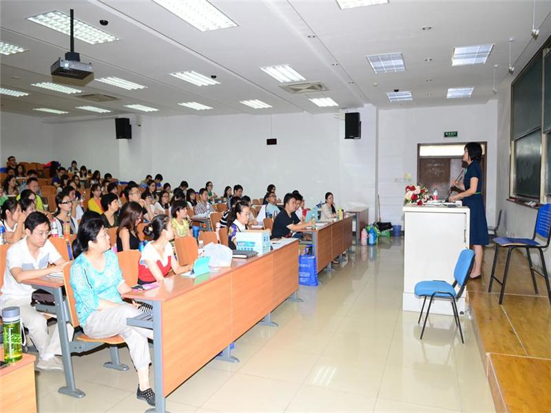 对外经济贸易大学国际商学院在职研究生上课图