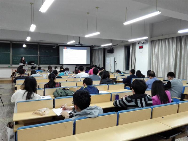 对外经济贸易大学在职研究生上课图