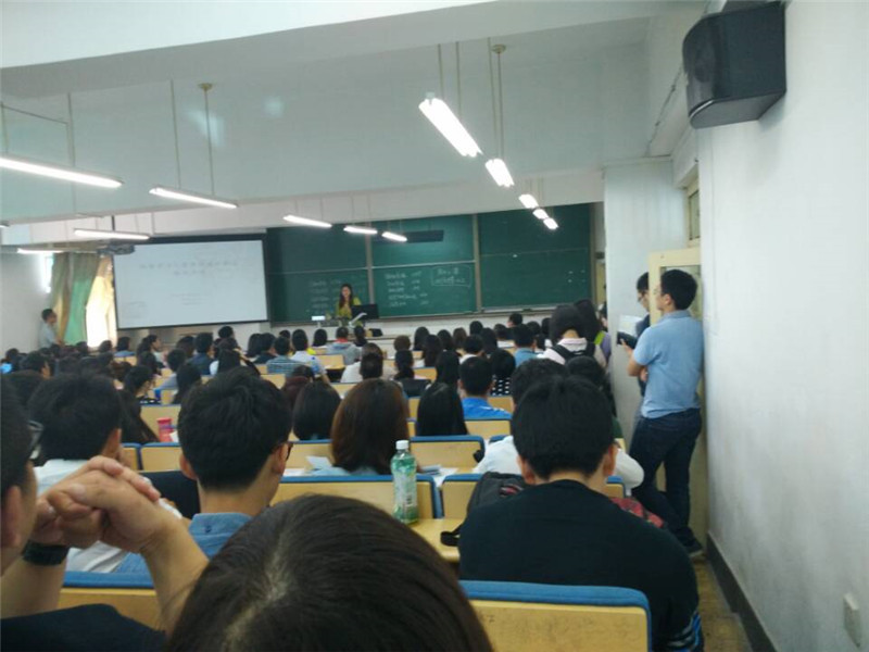 对外经济贸易大学在职研究生老师讲课